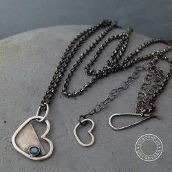 srebro,serce,labradoryt,surowe,kute,oksydowany, - Naszyjniki - Biżuteria