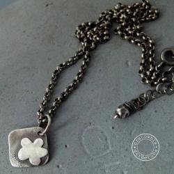 srebro,kwiat,kwiatek,surowy,minimalizm,oksyda - Naszyjniki - Biżuteria