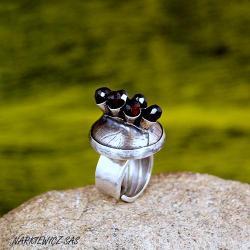 Pierścionek z granatami - Pierścionki - Biżuteria