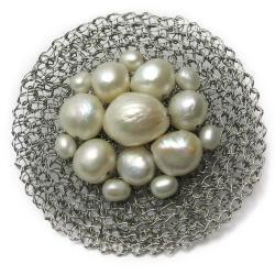 broszka,szydełko,koła,perły,eleganckie, - Broszki - Biżuteria