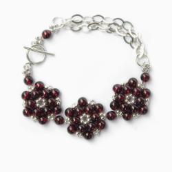 elegancka bransoleta z granatami,kwiatowy motyw - Bransoletki - Biżuteria