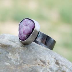 pierścionek,srebrny,oksdowany,z rubinem,rubin - Pierścionki - Biżuteria