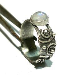 pierścień,srebro,industrial,kamień księżycowy - Pierścionki - Biżuteria