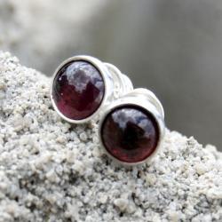 sztyfty,srebrne,minimalistyczne,drobne,granat, - Kolczyki - Biżuteria