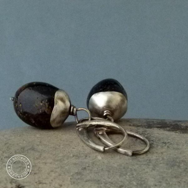 srebro,oksydowane,surowe,bursztyn Kolczyki Biżuteria w