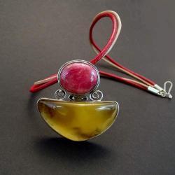 wisior z bursztynem i rubinem - Wisiory - Biżuteria